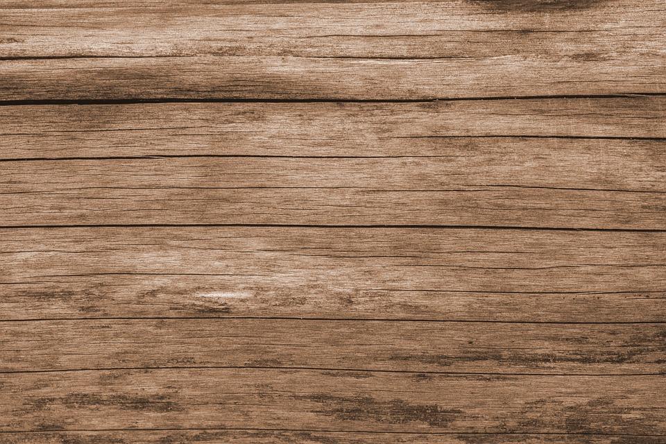 Tarima en madera oscura